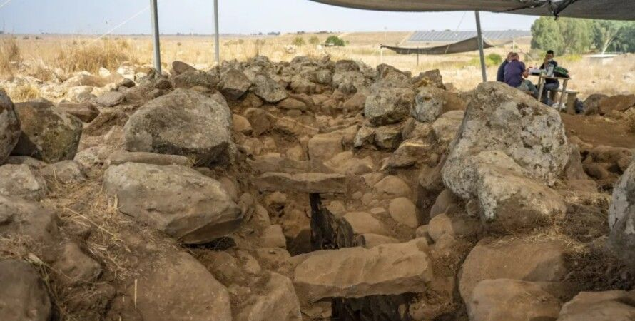 """Archaeologists found a fortress from the time of biblical King David with """"horned deities"""""""