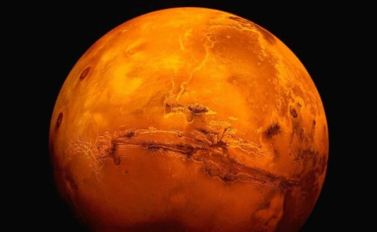 Where and how could arise life on Mars?